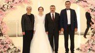 Vali Lekesiz Oğlunu Evlendirdi