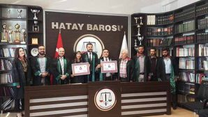 Antakya'da 2 yeni Avukat and içti,  cübbe giydi