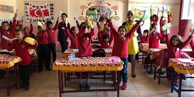 Sağlıkçılar, okullarda, ağız-diş taramasında…