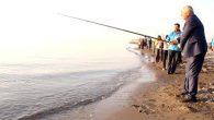 100 balıkçı olta attı