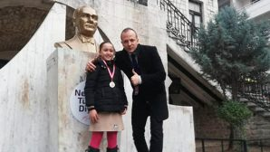 ATA Koleji Öğrencisi Alara: Teniste  Şampiyon