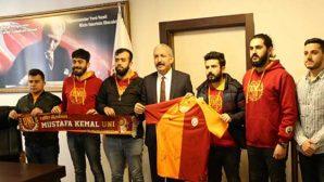 MKÜ'deki Galatasaraylılardan Okula Kütüphane