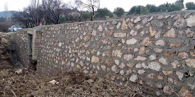 HBB'den Altınözü'nde taş duvar çalışması