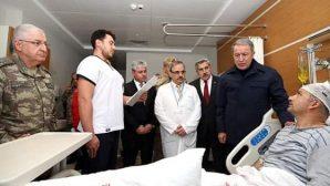 Bakan ve Komutanlar Hatay'da  Gazi Ziyaretinde