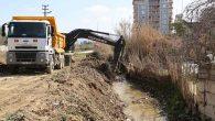 Hatay Büyükşehir Belediyesi'nden derelerde temizlik çalışması