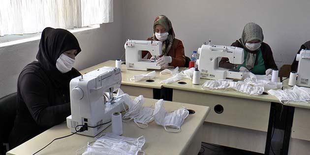Kursiyerlerden Günde 300 Maske Üretimi