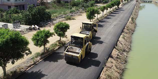 Hatay Büyükşehir Belediyesi asfalt ekipleri Samandağ'da