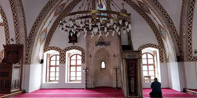 Cami avluları Cuma'ya hazır…