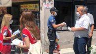 Polis maske dağıttı