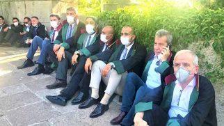 Dönmez ve diğer Baro Başkanları Yorgun Bekleyişlerinde