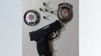Emek'te araç içinde silah bulundu