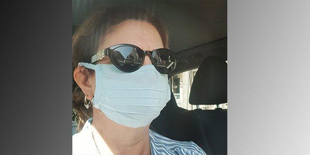 Prof. Dr. Nazan Savaş, ipek maske kullanıyor