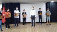 Erzin'de Çalışkan Öğrencilere Plaket