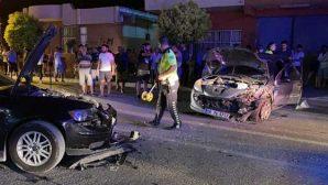 Samandağ ilçe merkezinde 2 araç çarpıştı