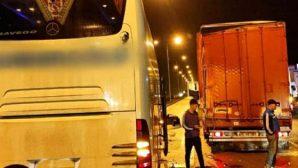 Hatay'a gelen otobüs kaza yaptı