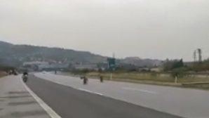 Otoyolda Motosiklet Yarışı