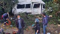 Tarım işçisi dolu minibüs savruldu, tarlaya düştü