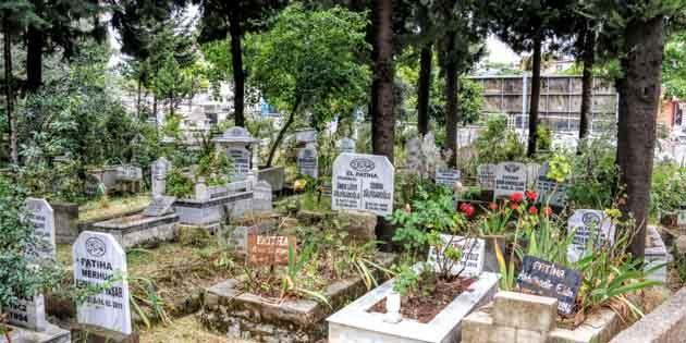 Mezarlık istiyoruz