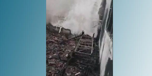 Ev yandı, 9 kişi ortada kaldı