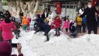 Okula bir kamyon kar!