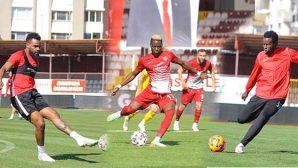 Hatayspor'da Forvetin 3 İsmi Akıntola, Dıouf, Boupendza