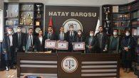 3 Yeni Avukat Cübbe Giydi