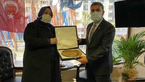 Bakan Selçuk'un hediyesi, AKP İl Başkanına…