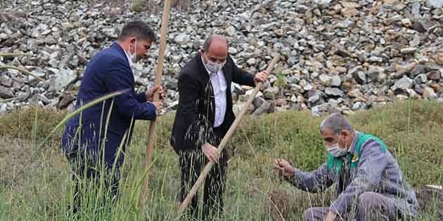 """Kırıkhan'da """"KOVİD'den yaşamını yitiren sağlıkçılar için;"""