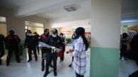Lise Öğrencilerinden Polise Sürprizli Kutlama