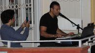 Müzisyenden Balkondan Mahalleye Konser