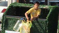 Rızkını Çöplükte  Arayan Genç