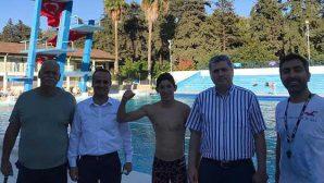 Haşmet Akseven, Yıllar Sonra Yüzme Havuzunda…