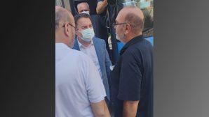 Ali Babacan,  Parti Otobüsüyle  Cenaze Evine Gitti