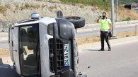 Araç refüje çarpıp devrildi: 2 Yaralı