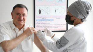 Başkan Savaş dördüncü doz koronavirüs aşısı yaptırdı