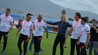 Hollandalı teknik direktörden saha içi şov…